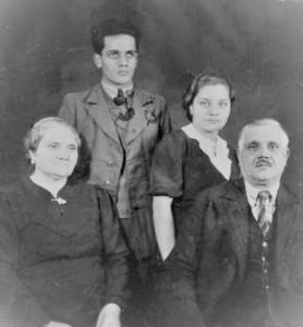 Familia Sirbu in anii razboiului. Foto: Curtea veche.