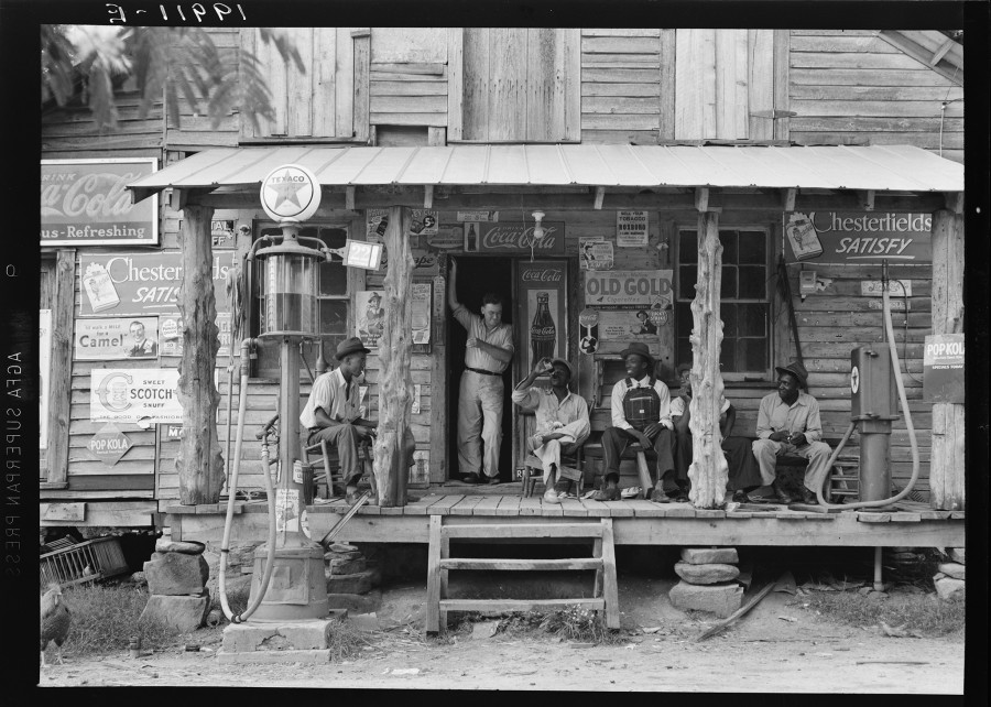 RI_20_Country_Store_BW_1939